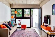On adore le mix orange - violet - turquoise, exotique, parfait ! #deco