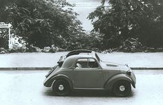 A black and white image of Fiat Topolino 500: the charm of this vehicle, produced from 1936 until 1948, is still unchanged.