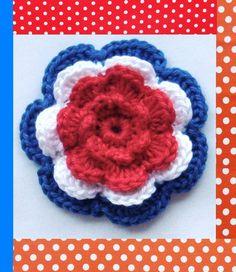 4- laags bloem rood wit blauw. 7cm doorsnee. 1.50 per stuk. Tot 15 april 20% korting