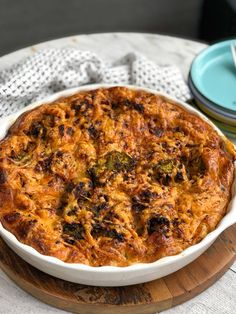 hartige taart met broccoli en gehakt Healthy Food, Healthy Recipes, Quiche, Oven, Curry, Ethnic Recipes, Healthy Foods, Curries, Healthy Eating Facts