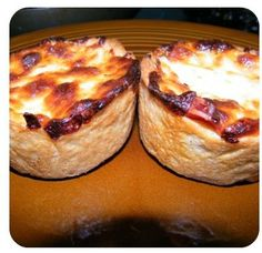Homemade Pizza Made Easy! Use jumbo muffin tin for personal pizzas Yummy Appetizers, Appetizer Recipes, Snack Recipes, Pizza Recipes, Easy Recipes, Making Homemade Pizza, Tailgating Recipes, Special Recipes, Love Food