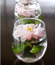 Centre de table flottant à base de fleur pour mariage. Partager avec mes amis...