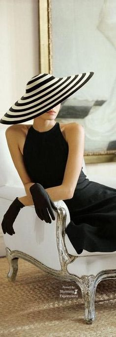 Hats For Women Ideas – Beauty and Fashion Tips and Ideas Style Noir, Mode Style, White Fashion, Look Fashion, Monochrome Fashion, Fashion Glamour, Classy Fashion, Trendy Fashion, Fashion Beauty