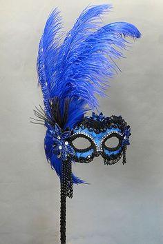 Mascara azul plumas