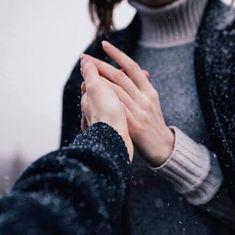 الحب لا يرسم صورة مثالية للآخر الحب الحقيقي ليس الاختيار بين جمال أبدي وبين شخص عادي الحب الحقيقي هو أن ترى جمالا Hold My Hand Hands Best Makeup Products