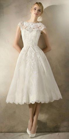 Delicate, romantic short wedding dress in lace and tulle, with guipure and gemstone appliqué. The bateau neckline and bow detail give the dress a youthful, feminine air. dresses romantic short La Sposa 2017 Wedding Dresses - World of Bridal Tea Length Dresses, Ball Dresses, Ball Gowns, Short Dresses, Dresses Dresses, Fashion Dresses, Bridesmaid Dresses, Diy Fashion, Girls Dresses