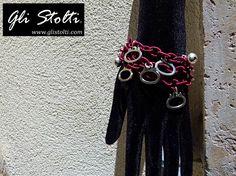 Bracciale artigianale a tre catenelle in tessuto con campanellini e pendenti a tema Gatto. Vai al link per tutte le info: http://glistolti.shopmania.biz/compra/bracciale-catenelle-e-pendenti-gatti-198 Gli Stolti Original Design. Handmade in Italy. #glistolti #moda #artigianato #madeinitaly #design #stile #roma #rome #shopping #fashion #handmade #style #bijoux #gatti #cats