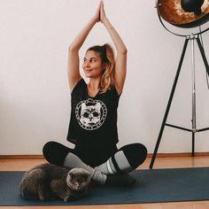 """Are you kitten me right now?"" T-Shirt passend zur Situation 😂 ⠀⠀⠀⠀⠀⠀⠀⠀⠀⠀⠀ 👉🏼 move to the right 👉🏼 ⠀⠀⠀⠀⠀⠀⠀⠀⠀⠀⠀ #catyoga #yogini #stretchyourbody #bodygoals #katzenaufinstagram #yogawien #yogainspiration #fitnessgirl #spiritualität #areyoukittenme #wienblogger #lebensfreude #healthylifestyle Our Body, Yoga Inspiration, Healthy Lifestyle, Kitten, Blog, T Shirt, Joie De Vivre, Cute Kittens, Supreme T Shirt"