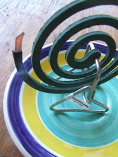 Crochead Mosquito Coil Holder- best thing ever. even lets you use all the broken bits! and Australian Made! Wire Crafts, Diy And Crafts, Oregon Country Fair, Must Have Gadgets, Mosquitos, Scrap Metal Art, Iron Work, Incense Holder, Cool Diy