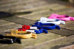 Summersale bij Limburgs Ruiterhuis  Sporen in diverse leuke kleuren. Blauw, wit, zwart, pink, goud en rood-wit-blauw Normaal €29,95 nu €12,95 www.limburgsruiterhuis.nl Usb Flash Drive, Usb Drive