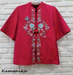 jf Kebaya Lace, Batik Kebaya, Kebaya Brokat, Arty Fashion, Batik Fashion, Womens Fashion, Fashion Design, Blouse Batik, Batik Dress