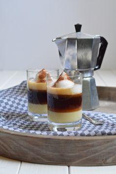 """Morgen ist der Tag des Kaffees – und falls ihr noch überlegt, wie ihr ihn würdig begehen könnt, habe ich einen """"heißen"""" Tipp für euch: Barraquito, die Kaffeespezialität aus Teneri…"""