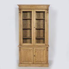 #Buffet #vaisselier en #bois massif. Structure en bois de pin, très solide. Le vaisselier comporte 2 portes vitrées et plusieurs étagères, idéales pour mettre en valeur votre vaisselle.