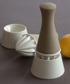 Lemon squeezer ceramic + stoneware  Hippo design / Canada