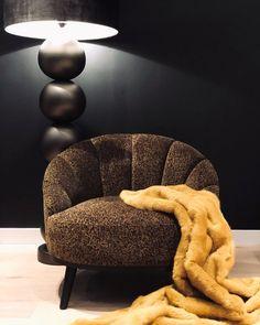 DUTCH DESIGN • WE 💛 GRACE Deze Grace fauteuil is een ontwerp van het prach… Tub Chair, Accent Chairs, Armchair, Furniture Design, Interior Design, Decorating, Flat, School, Home Decor