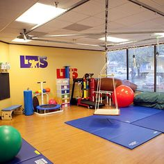 Would LOVE this at school now I just need a filthy rich person to donate to my cause. dreaming I know Sensory Integration Therapy, Sensory Therapy, Therapy Activities, Sensory Activities, Ot Therapy, Vision Therapy, Sensory Tubs, Sensory Rooms, Pediatric Occupational Therapy