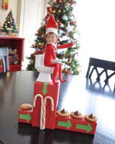 Elf on the Shelf: Icing cookies machine!