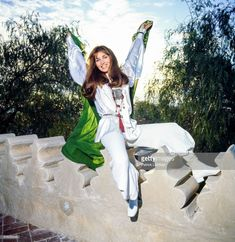 News Photo : Talitha Getty sits on a garden wall in her... Bohemian Chic Fashion, Vintage Fashion, Boho, Palestinian Wedding, Talitha Getty, Moroccan Style, Marrakech, The Magicians, Costumes