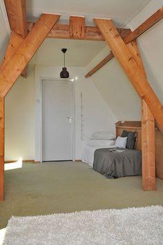 Rommelzolders zijn nooit een goed idee bij de verkoop. Deze foto was gemaakt na de grote opruiming en verfbeurt, Het huis kreeg er een extra slaapkamer bij en was direct verkocht.