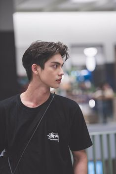 I luv him Grease Hairstyles, Slick Hairstyles, K Pop, Hair Designs For Men, K Drama, Bright Wallpaper, Men Hair Color, Bright Pictures, Boy Photography Poses