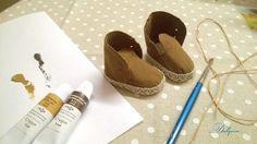 Опишу процесс создания обувки для кукол. Знаю, что готовые выкройки нужно подгонять под ножку. А у всех кукол текстильных, даже по одной выкройке получаются ножки разные. Метод довольно простой. Doll Clothes Patterns, Doll Patterns, Clothing Patterns, Toys Online, How To Make Shoes, Doll Shoes, Baby Shoes, Slippers, Dance Shoes