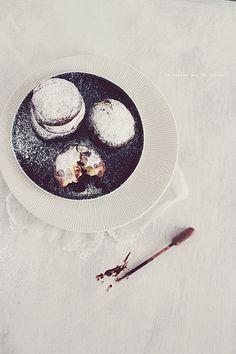 beignets120 Beignets fourrés à la crème patissière à la vanille, sauce au chocolat