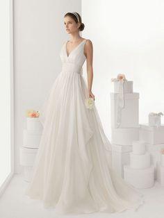 Vestido de novia línea A, tirantes amplios, escote V