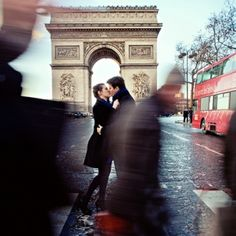 Gushing over this romantic wedding engagement in Paris!