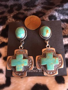 turquoise jewelry outfit These earring are loaded with Kingman Turquoise. Very much a symbol of the southwest! - These earring are loaded with Kingman Turquoise. Very much a symbol of the southwest! All sales final. No returns Ruby Jewelry, I Love Jewelry, Silver Jewelry, Vintage Jewelry, Fine Jewelry, Handmade Jewelry, Silver Ring, Cross Jewelry, Yoga Jewelry