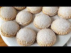 Fuente Hola, amigos soy Svieta. Hoy os voy a enseñar a preparar unas galletas súper crujientes pero a la vez muy tiernas que van rellenas por dentro de crema de chocolate o Nutella. Como os podéis imaginar, estas galletitas saben increíble, una auténtica delicia y son ideales para comerlas con una taza de café o de té en la merienda o incluso en el desayuno. Se preparan de forma muy sencilla y ba ... Fruit Mince Pies, Apple Pie, Nutella, Risotto, Cookies, Desserts, Food, Youtube, Christmas