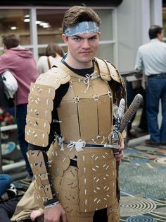 Cardboard Samurai at FanX 2015 Day 3 - Diy Armour Recycled Costumes, Diy Costumes, Cardboard Sculpture, Cardboard Crafts, Cardboard Costume, Foto Top, Foam Armor, Hallowen Costume, Recycled Fashion