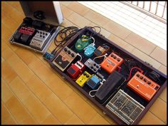 Pedalboard 2010 - http://www.99pedalboards.com/project/pedalboard-2010/