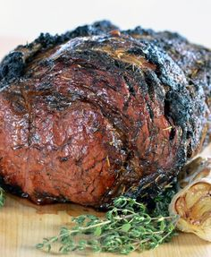 Perfect Prime Rib recipe for any holiday - Christmas Thanksgiving Easter! No-fail Melt in Your Mouth Prime Rib Recipe filled with all your favorite spices- garlic rosemary onion and more. Make your Christmas Meal a memorable one. Roast Recipes, Steak Recipes, Game Recipes, Recipies, Prim Rib Recipes, Milk Recipes, Perfect Prime Rib, Sides With Prime Rib, Cooking Prime Rib