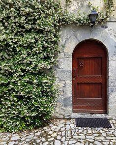 #borghitalia #arnosto #fuipiano #valleimagna #bergamo #orobie #fuipianovalleimagna #gelsomino #door #texture #wall #pattern #nofilter #noedit #nofiltersneeded #vsco #vscocam #vscovisuals #topvsco #topselects #latergram #socality #tagsforlikes #igers #foto_italiane #colori_italiani #scatti_italiani
