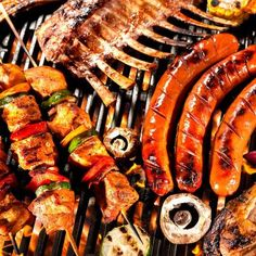 Mindestens vier Stunden vor dem Grillen das Fleisch marinieren. Dessert, Ratatouille, Sausage, Meat, Ethnic Recipes, Food, Marinate Meat, Grill D Menu, Vegetarian