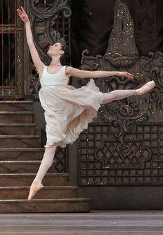 Exercise to get a Perfect Arabesque Saute Picture: Royal Ballet's Nutcracker