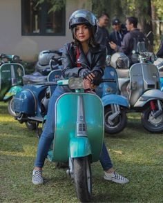 Vespa Girl, Scooter Girl, Lambretta Scooter, Vespa Scooters, Italian Scooter, Motor Scooters, Camping Gifts, The Most Beautiful Girl, Asian Girl