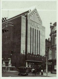 1935 - 1940. A view of the Heineken Brouwerij at the crossing of the Ferdinand Bolstraat and Stadshouderskade in Amsterdam. Photo Jeroen Epstein. #amsterdam #1940 #HeinekenBrouwerij