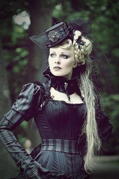 "You put Victorian fashion with the elements of the industrial revolution such as steam and create Steampunk. ""Steampunk is a sub-genre of scien… Steampunk Cosplay, Viktorianischer Steampunk, Steampunk Clothing, Steampunk Fashion, Steampunk Necklace, Steampunk Dress, Victorian Gothic, Gothic Lolita, Victorian Fashion"