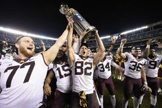 Defense reigns in Holiday Bowl… and around college football = SAN DIEGO — Holiday Bowls of years past produced offensive eruptions. Minnesota's 17-12 defeat of Washington State was anything but. In fact, the Cougars' touchdown with 19 seconds remaining — their only trip to…..