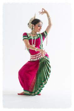 Odissi classes in London. Indian Classical Dance characterised by beautiful poses. Indian Classical Dance, Dance Paintings, Folk Dance, Dance Poses, Dance Fashion, Dance Photography, Dance Dresses, Dance Costumes, Indian Beauty