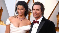 O ator Matthew McConaughey e a esposa, a modelo brasileira Camila Alves, chegam ao Oscar 2018 (Foto: Jordan Strauss/Invision/AP)