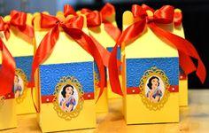 FR Creaciones: Cajitas Farm Birthday, First Birthday Parties, First Birthdays, Disney Princess Party, Cinderella Party, Snow White Invitations, Snow White Birthday, Prince Party, Diy Party