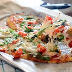 Healthy Pizza is not an oxymoron anymore with this Quinoa Crust Pizza! This pizza is so good; you really can& make out that it did not have a bread crust. Healthy Pizza, Healthy Snacks, Healthy Eating, Vegan Pizza, Vegetarian Recipes, Snack Recipes, Cooking Recipes, Healthy Recipes, Quinoa Pizza Crust