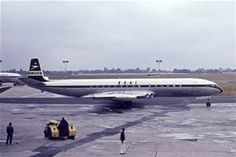Comets 4 Oct 1958 - jet airliner passenger service across the Atlantic (BOAC Comet simultaneously NYC-London British European Airways, British Airline, Boeing Aircraft, Passenger Aircraft, De Havilland Comet, Aircraft Images, South African Air Force, Jet Engine, Commercial Aircraft