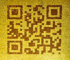 QR Code realizzato con monete.  La Banca SEB in Estonia ha creato un enorme Codice QR , entrando tra i Guinnes World Record , utilizzando 53.750. monete  - - QR Code coin mosaic.SEB bank in Estonia, has set a Guinness World Record for the largest mosaic image that is made entirely of coins.  The mosaic image which shows a bank card with a QR Code was made of 53,750 ten and five cent coins, covering 215 sq.ft and weighed 420 lbs.