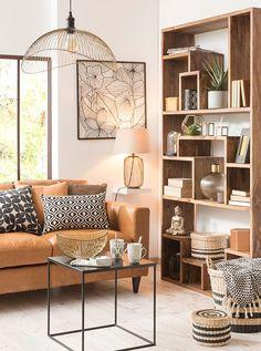 """Ein """"Urban Jungle"""" inspiriertes Wohnzimmer in Ocker, Weiß und Schwarz."""