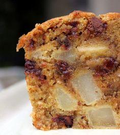 """A l'heure des jours frisquets, la solution """"cake"""" est souvent l'idée parfaite : rapide à réaliser, une bonne odeur pendant la cuisson et la tranche que l'on aime accompagner d'un café, thé ou chocolat selon les goûts... Lafraîcheurde la poire apporte une con"""