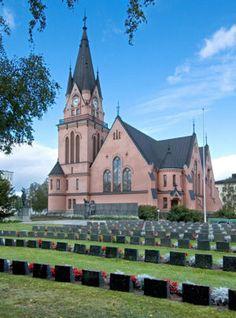 Kemin kaupunki - Tässä on Kemin kirkko, joka on hyvin vanha! Sitä on aloitettu rakentaa 1900 vuonna ja lopetettu 1902. Se on rakennettu rapatusta  hiilestä.  By: Vilmiina