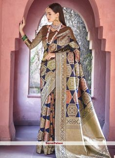 Navy blue and golden saree with blouse. Paired with the matching blouse piece. Latest Indian Saree, Indian Sarees Online, Golden Saree, Traditional Sarees, Saree Blouse Designs, Blouse Patterns, Pure Silk Sarees, How To Dye Fabric, Festival Wear